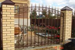 Забор из металла для дома