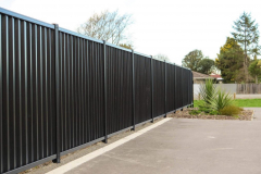 Коричневый металлический забор