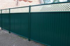 зелёный забор в модулях