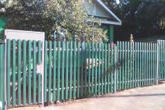 Забор с калиткой из евроштакетника
