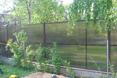 забор из поликарбоната коттедж