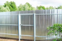 Оцинкованный забор из профнастила