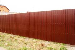 забор сплошной из профнастила