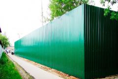 забор зеленый из профнастила