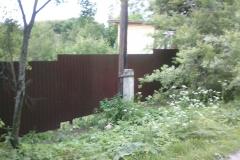 забор из профнастила участок со склоном