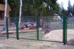 Забор из рабицы в секции