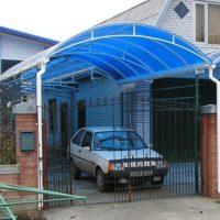 арочный навес для автомобиля из поликарбоната