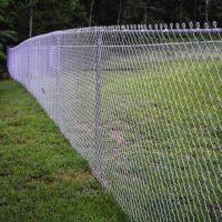 Забор из сетки рабицы в натяжку