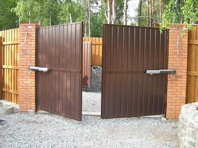 Какие ворота установить в частном доме